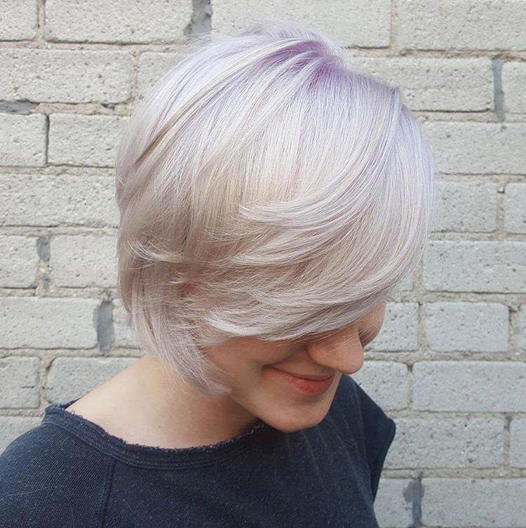 blondýna fialový barevný odstín