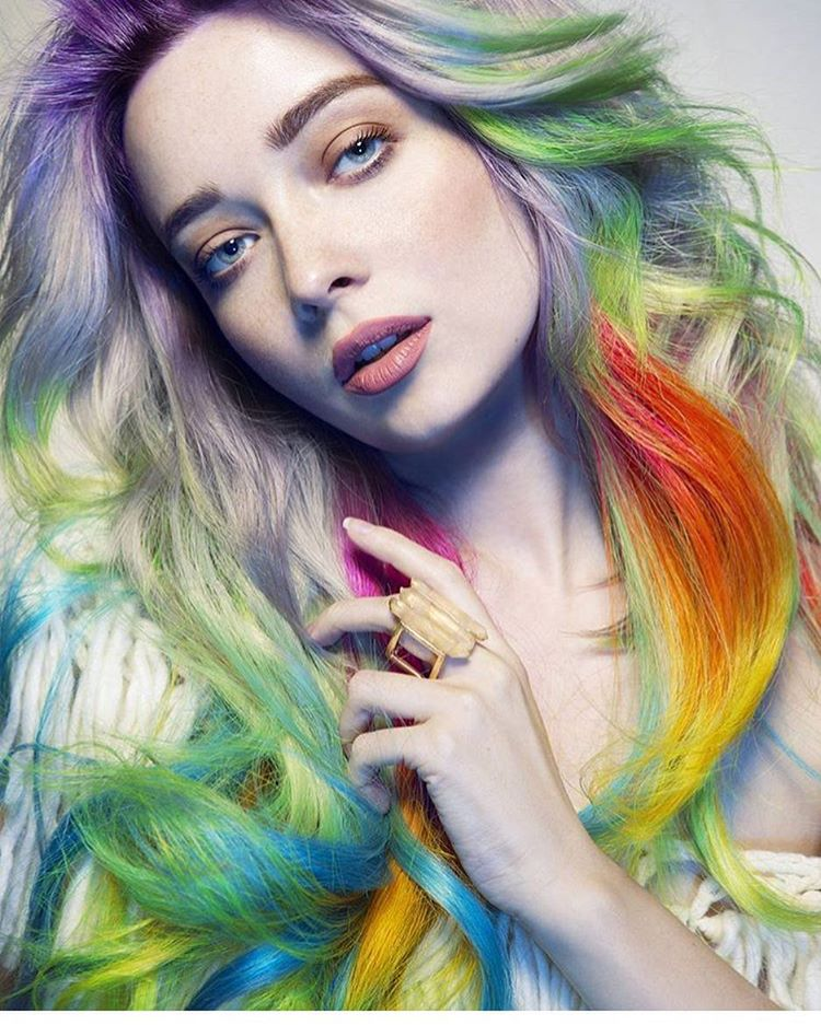 pestrobarevné vlasy odstíny bledé