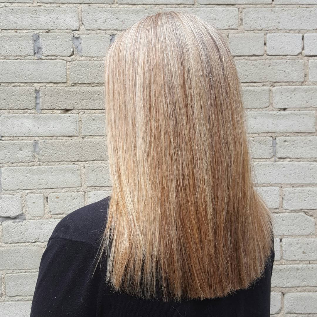 světlé vlasy přirozené dámské účesy