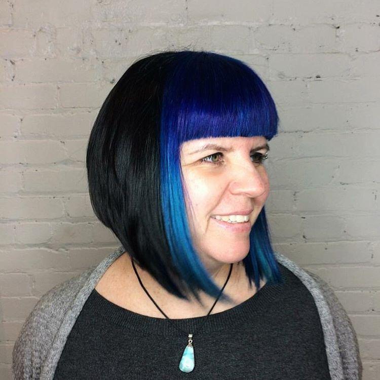 modré vlasy starší ženy