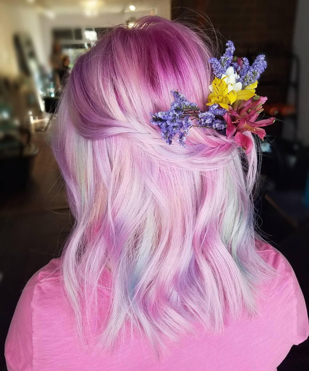 růžové vlasy jemné bledé