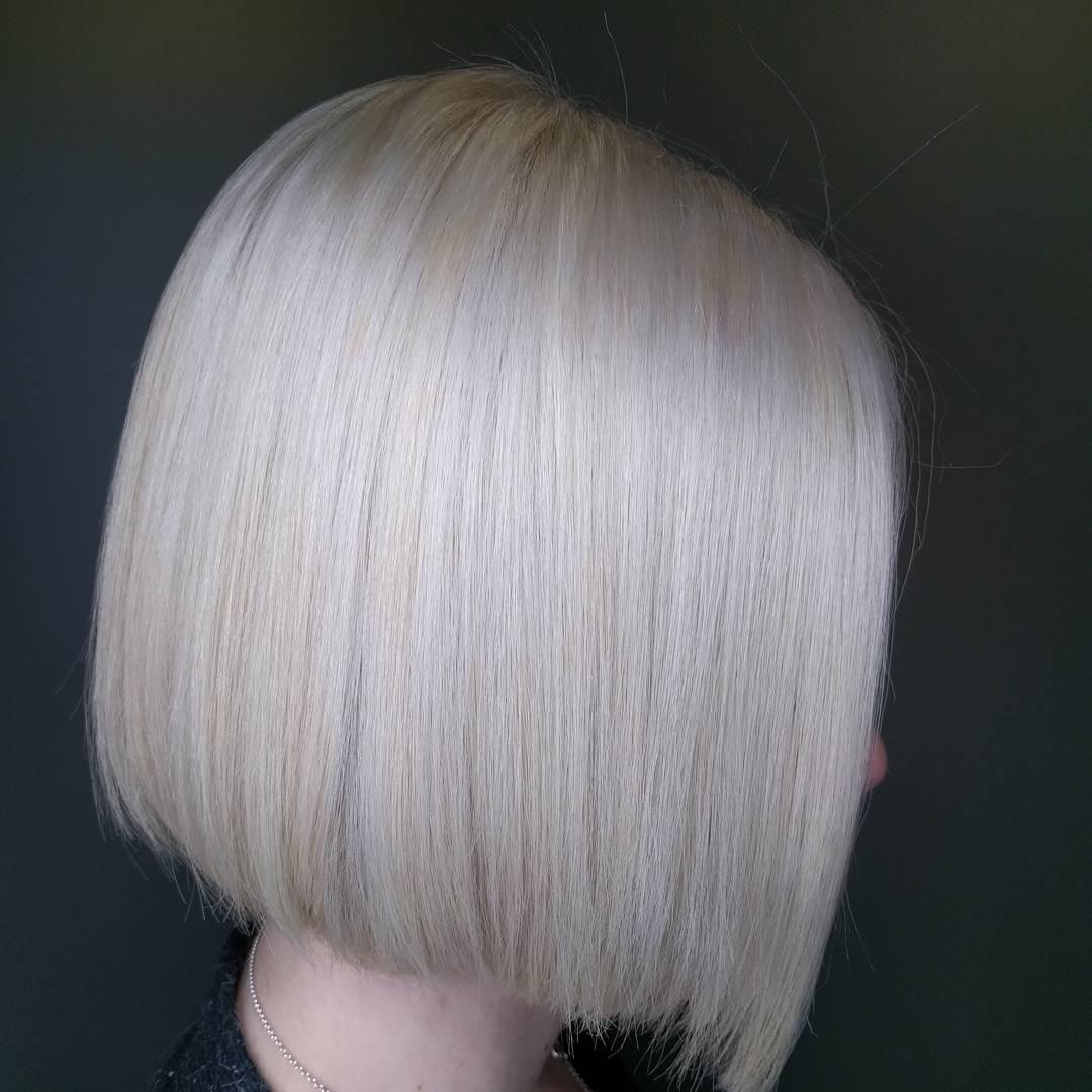 platinová blond dámský účes trendy