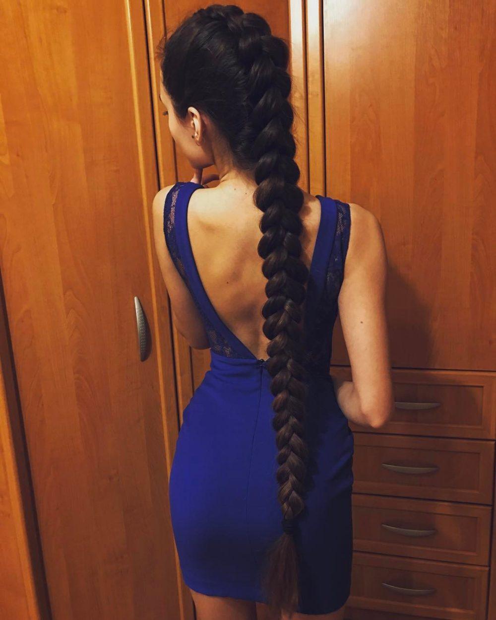 dlouhý rybí účes cop vlasy