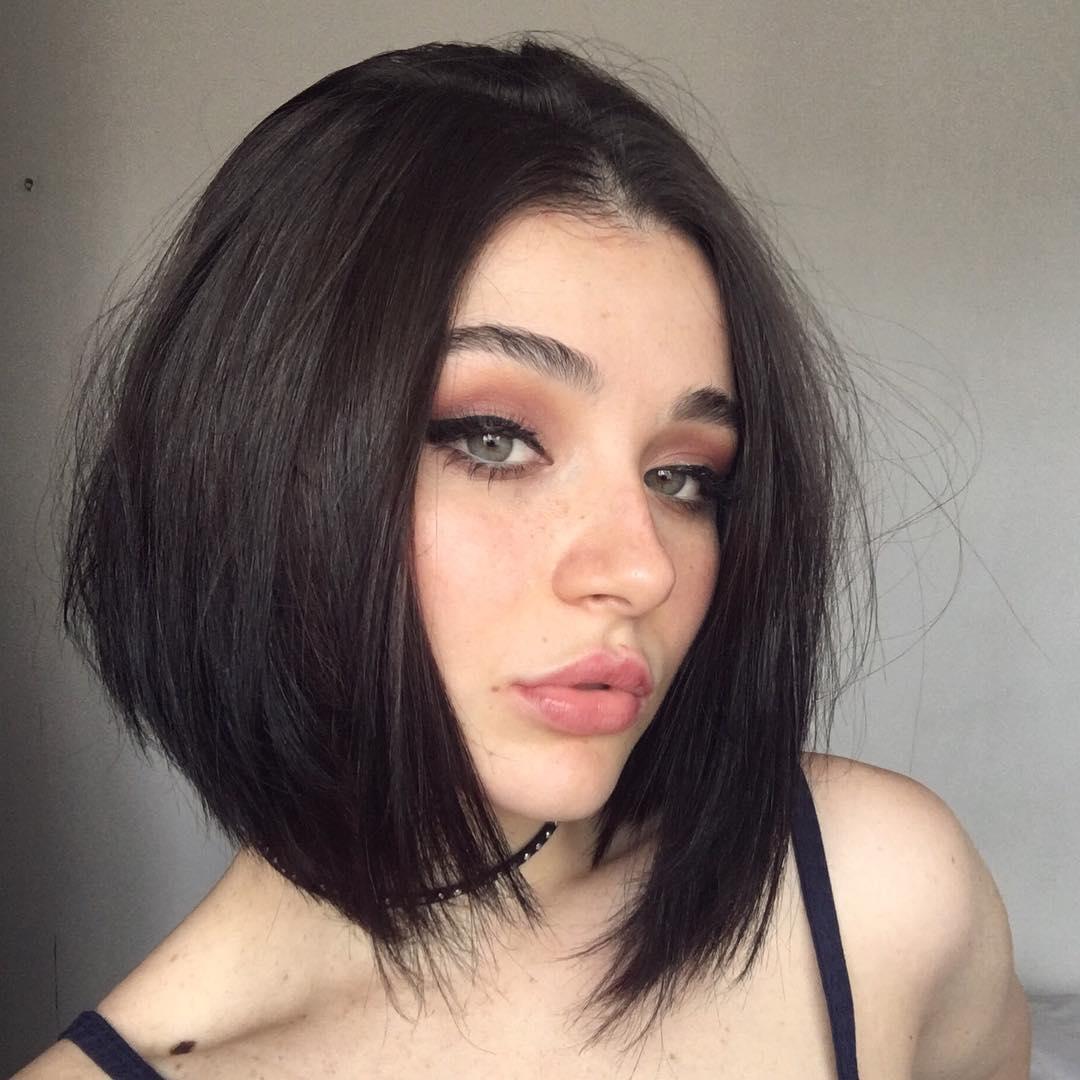 mikádo dlouhé vlasy vepředu